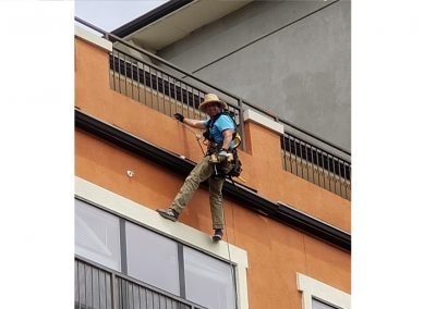 installing commercial gutters